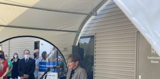 Gpv. Laura Kelly lauded a $200,000 grant from UnitedHealthcare to the Community Health Center of Southeast Kansas in Pittsburg. (Submitted/Kansas Reflector)