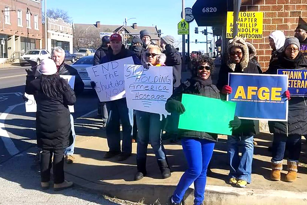 American Federation of Government Employee members from District 9 protest the government shutdown in January 2019 in Kansas City, Missouri. (AFGE District 9)