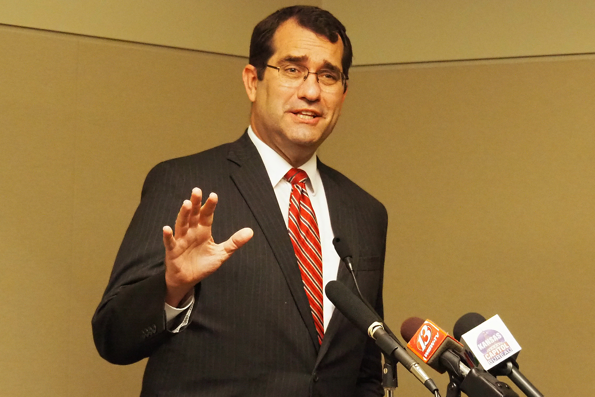 KKansas Attorney General Derek Schmidt agreed to delay Sedgwick County District Court action on a lawsuit seeking damages from the state for Gov. Laura Kelly's coronavirus shutdown orders. The pause will give the 2021 Legislature a chance to consider measures to compensate businesses. (Sherman Smith/Kansas Reflector)